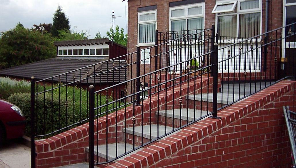 Hidden wrought iron spear balustrade