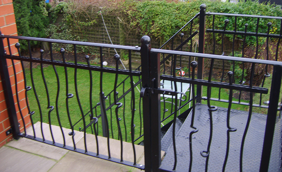 Wrought iron knotted bar design railings